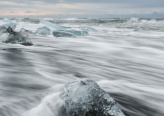 Diamants on Jökulsárlón beach