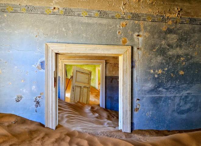 Blue, Blue, Green room in Kolmanskop